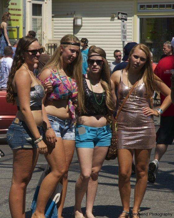 Girls on Stroll